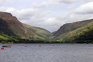 Tal-y-llyn Lake - Looking north-east up the Bwlch Llyn Bach pass