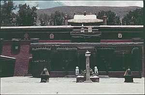 Nechung - The main temple of Nechung monastery, with pillar or doring (rdo ring), 2 insense burners and 2 stone lions behind, before 1950