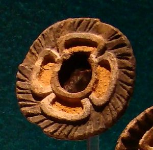 Mirrors in Mesoamerican culture - Image: Teotihuacán flower mirror