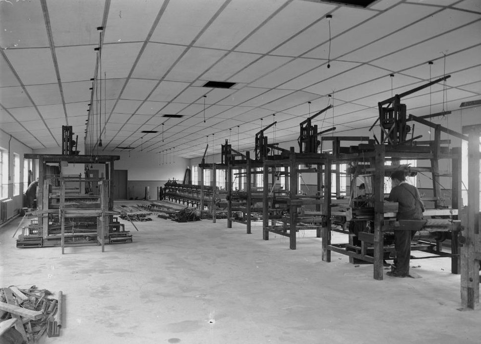 Textile machinery at Cambrian Factory, Llanwrtyd (1293828)