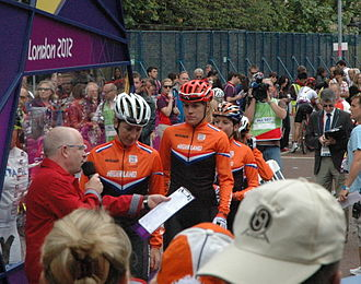 Cycling at the 2012 Summer Olympics – Women's individual road race - Image: The Dutch Team before the women's road race at the 2012 Summer Olympics (cropped)