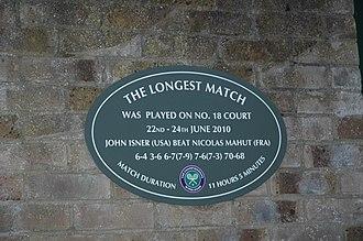 Longest tennis match records - A plaque commemorating the Isner–Mahut match on Court 18 at Wimbledon.