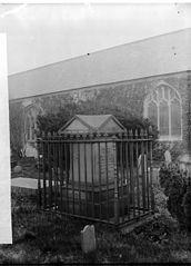 Thomas Lloyd's monument, Abergele