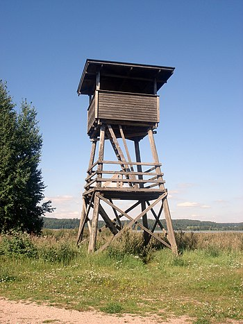English: Birders using a tower hide at Halikon...