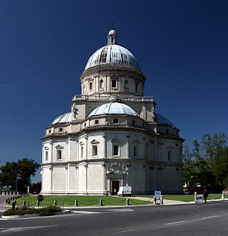 Santa Maria della Consolazione (Todi) - Santa Maria della Consolazione, early 16th century: the central Greek-cross plan with apsidal transepts recalls Bramante's first plans for St Peter's.