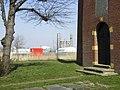 Toren westgevel met ingangspartij en op de achtergrond het industriegebied rond Delfzijl - Heveskes - 20429958 - RCE.jpg