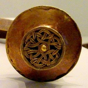 Interlace (art) - Interlace and rotational symmetry: Iron Age Torque de Foxados, Museo de Pontevedra, Galicia