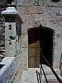 Torres de Quart, merlet i porta.JPG