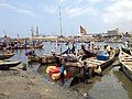 Traditional fishermen coming in to Tema harbour 04.jpg