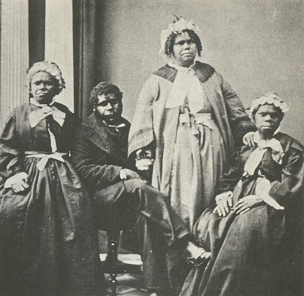 படிமம்:Truganini and last 4 tasmanian aborigines.jpg