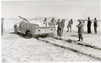 Lewis gun - A New Zealand-crewed LRDG truck (equipped with a Lewis Gun) is dug out of the sand, c.1942.