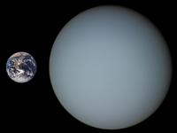 Größenvergleich zwischen Erde (links) und Uranus