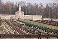 Vainagu nolikšana Rīgas Brāļu kapos (6333617853).jpg