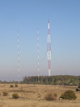 Vakarel radio transmitter - The Vakarel Blaw-Knox tower and two of the other masts