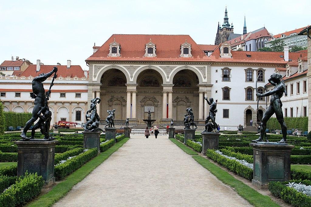 Jardin et palais Wallenstein dans le quartier de Mala Strana à Prague. Photo de Ondřej Kořínek