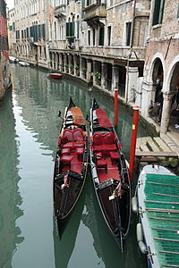 Venezia - Gondole a Cannaregio.JPG