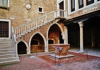 Ca' d'Oro - Image: Venezia Ca' d'Oro Innenhof 12