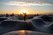 Skatepark de Venice Beach (Unsplash) .jpg