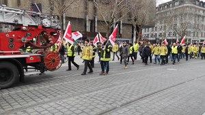 File:Verdi demonstriert für Weihnachtsgeld für Feuerwehrleute.webm