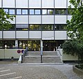 Verwaltungsgebäude der Berliner Flughafen-Gesellschaft mbH (Haupteingang).jpg
