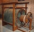 Veurne Glockenspiel Stacheltrommel.jpg