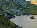 Vieille alpage de Louvie, entre ses éboulis et son lac.jpg