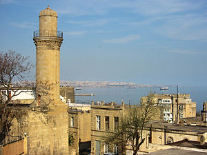 Palatial mosque in Baku - Image: View of Baku, 2004 (2)