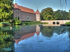 Voergaard Castle - east wing and bridge.jpg