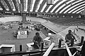 Voorbereidingen voor de wieler zesdaagse in de RAI Adam. Baan wordt opgebouwd, Bestanddeelnr 923-0590.jpg