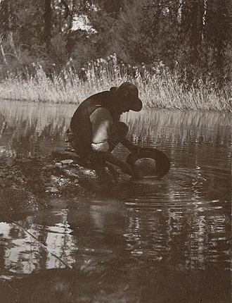Warrandyte, Victoria - Man panning for gold at Warrandyte, 1913