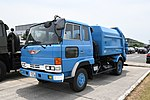 Waste collection truck(Hino Ranger) left front view at JASDF Miho Air Base May 27, 2018.jpg