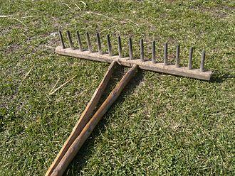 Rake (tool) - Wooden hand-rake