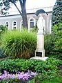 Zabytkowy zespół klasztorny urszulanek w Tarnowie, ogród i dziedziniec klasztorny, ul. Bema (-) 13 pavw.JPG