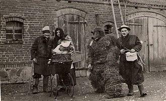 Shrove Tuesday - Image: Zapusty w Podmoklach Wielkich 1950
