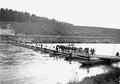 Übersetzen von Artillerie über eine Ponton-Brücke über die Aare - CH-BAR - 3239591.tif
