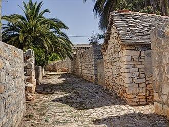 Šolta - Image: Šolta Grohote Hrvatska Häuser 2012 d