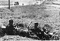 Żołnierze niemieccy w okopie na froncie wschodnim (2-1084).jpg
