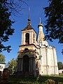 Белая церковь Петра Митрополита с колокольней 02.jpg
