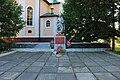 Братська могила 39 воїнів Радянської Армії і пам'ятник 250 воїнам – односельчанам, загиблим на фронтах ВВВ Селище.JPG