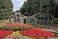 Бульвар Казанский, цветы вокруг памятника Петру и Февронии.jpg