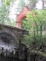 Владимирский мост с аркой через канал по дороге на Скитский остров 02.jpg