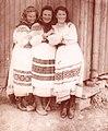 Жінки в бойківських строях (с. Хащованя, 40-і рр. 20 ст.).jpg