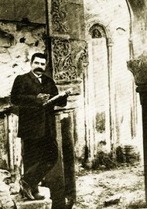 Toros Toramanian - Toros Toramanian in Ani, 1907
