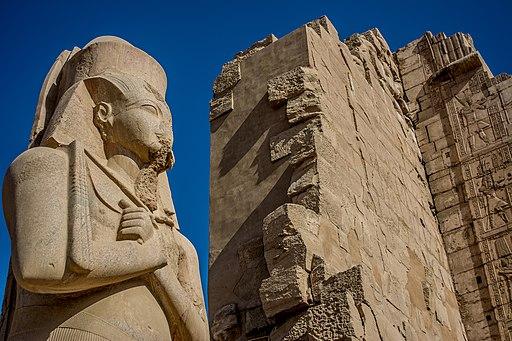 تمثال للفرعون رمسيس الثالث بمعبده بالأقصر