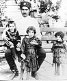 رضا خان و فرزندانش.jpg