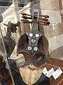 من قلب القصر - آلة موسيقية - قبعة المعالج.jpg
