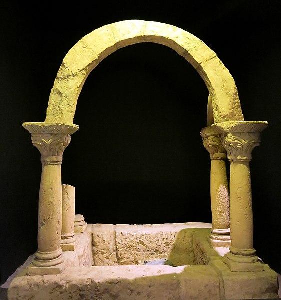 File:064 Museu d'Història de Catalunya, baptisteri del Bovalar.JPG