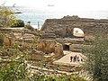 106 Amfiteatre romà, graderia sud i ruïnes de Santa Maria del Miracle.jpg