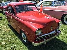 1950 Crosley sedan in red at 2015 Macungie show 1of2.jpg