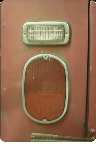 https://upload.wikimedia.org/wikipedia/commons/thumb/4/42/1971_volkswagen_campermobile_left_taillight.jpg/320px-1971_volkswagen_campermobile_left_taillight.jpg